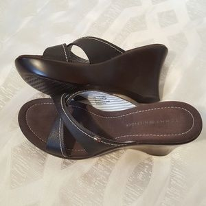 TOMMY HILFIGER 7.5 Leather Slide On Wedge Heels